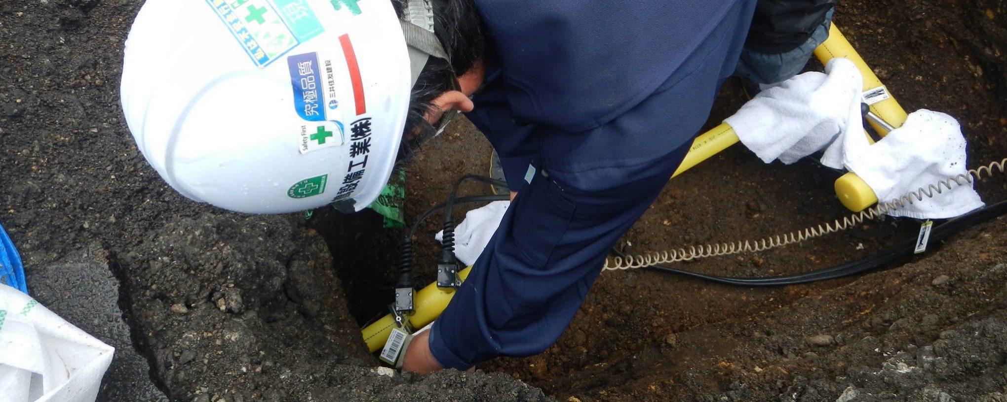 舞鶴設備工業株式会社 PE本支管と内管の分岐接続